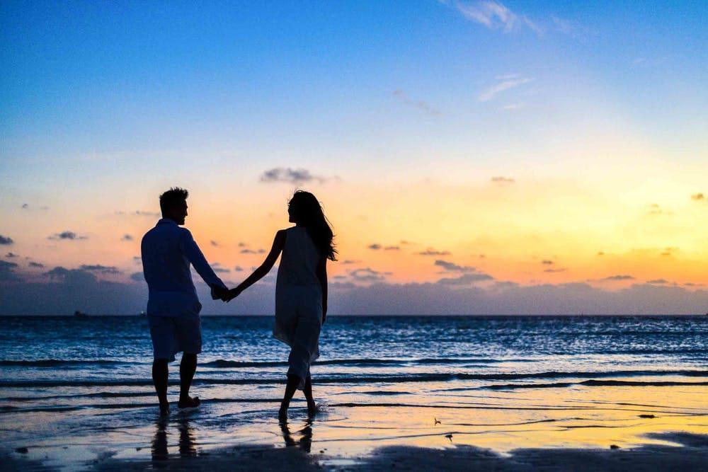 既婚女性と独身女性:誰がどのように幸せですか?